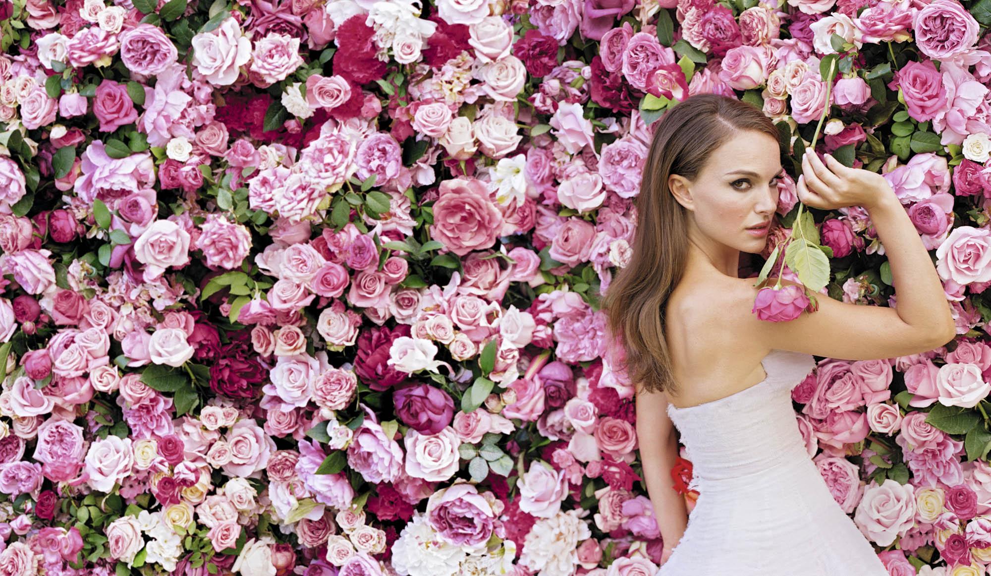Miss-Dior-2013-Natalie-Portman-sexy-Roses
